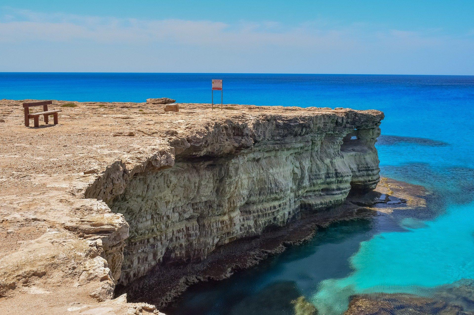 Власти Кипра не определись с открытием границ для граждан России и Великобритании.