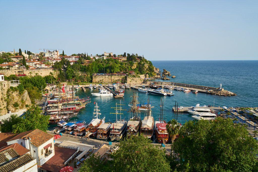 Турция готова организовать чартерные рейсы для туристов из России.