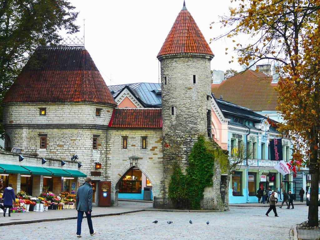 Эстония открывает границы