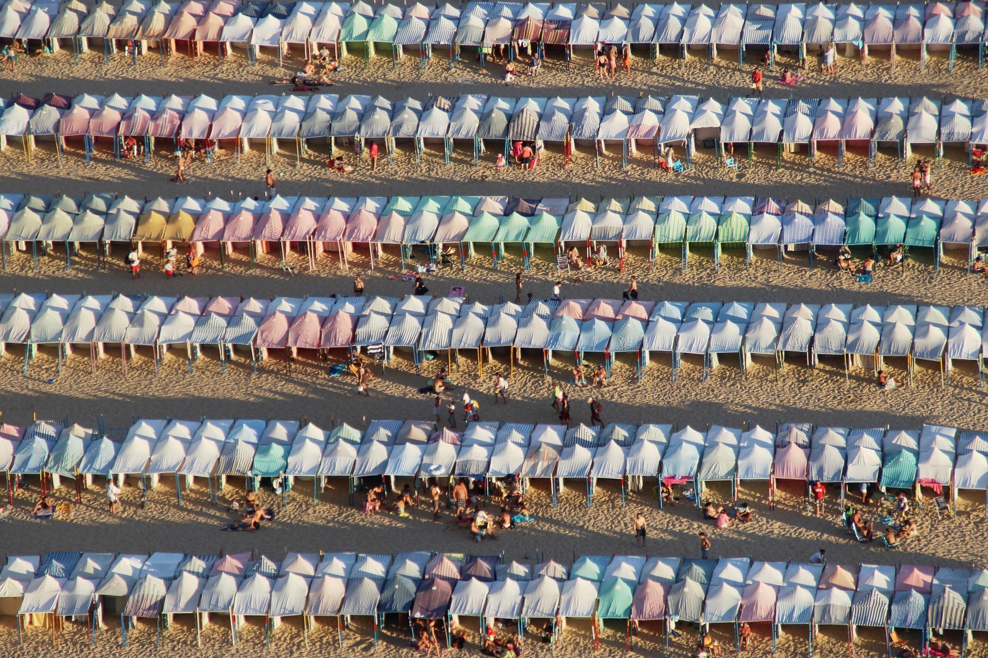 Туристы на пляжах Португалии должны будут загорать в полутора метрах друг от друга