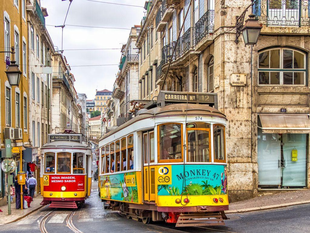 Португалия готова принимать туристов, им будут измерять температуру по прибытии