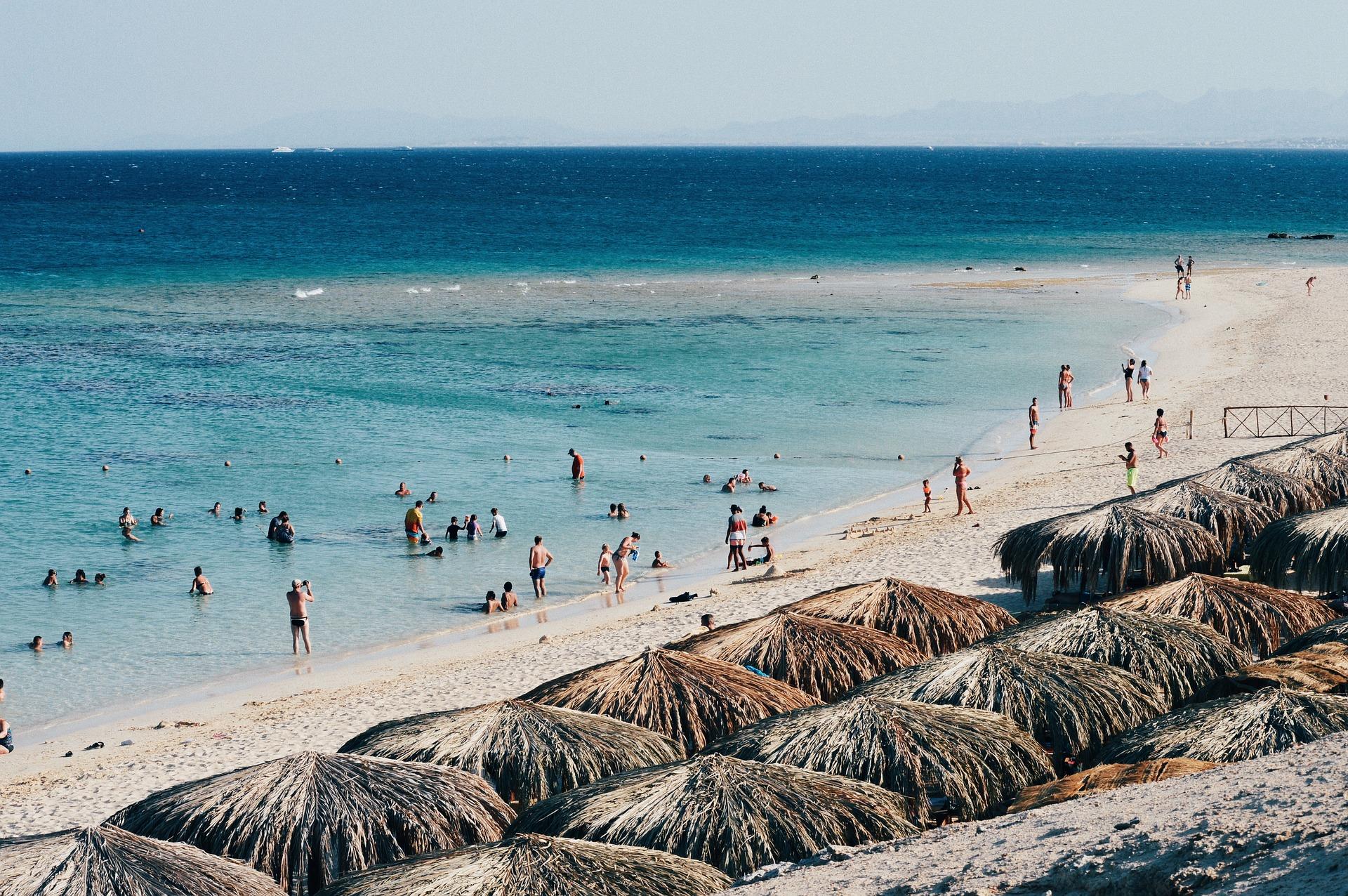 Арабские страны начинают возобновление туризма.