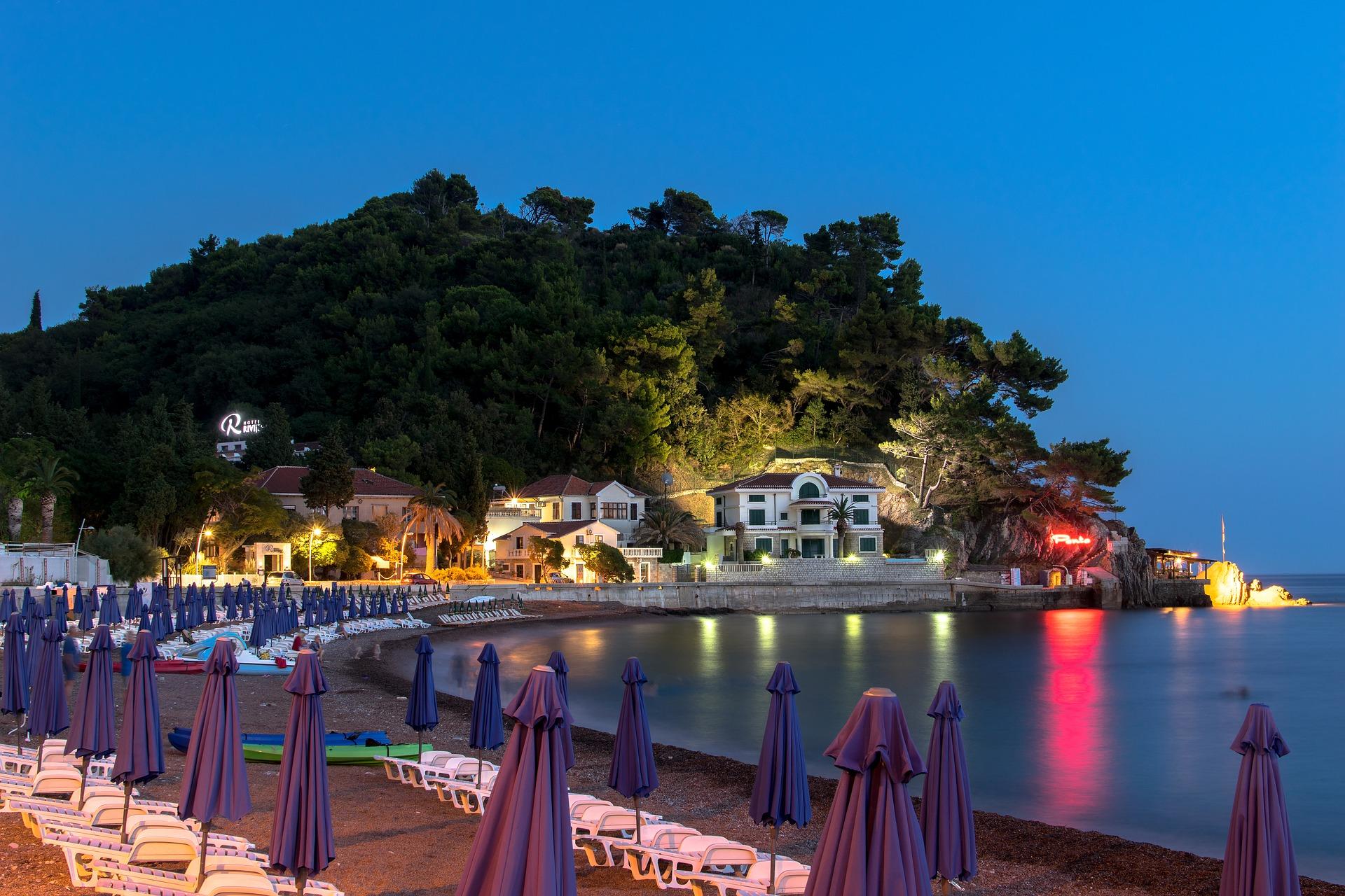 Черногория с 18 мая открывает рестораны, отели и пляжи