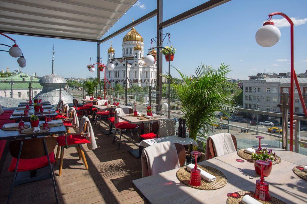 Москва открывает летние кафе