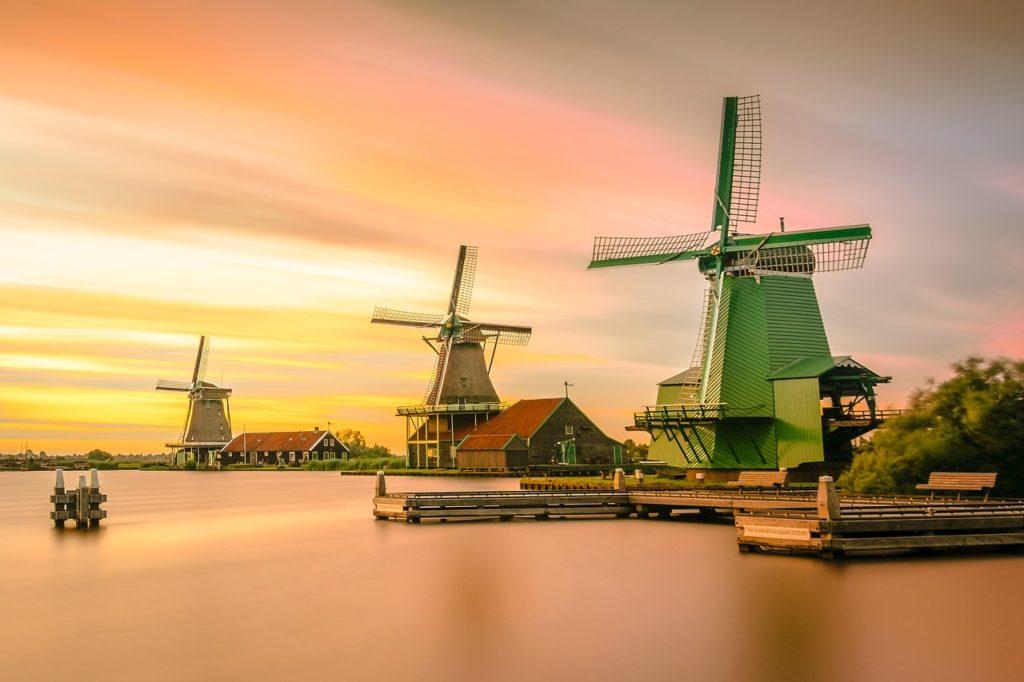 Нидерланды открыли границы